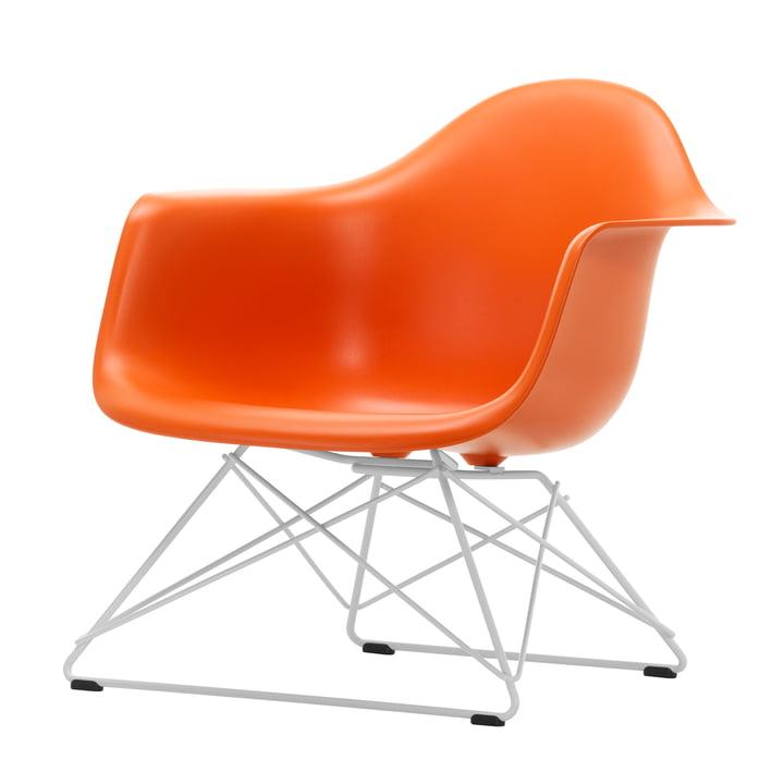 Eames Plastic Armchair LAR von Vitra in weiß / rostorange (Filzgleiter basic dark)