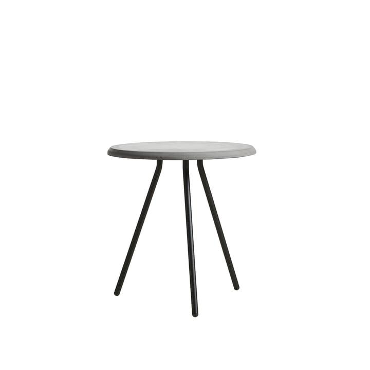 Soround Side Table H 48,3 cm / Ø 45 cm von Woud in Beton