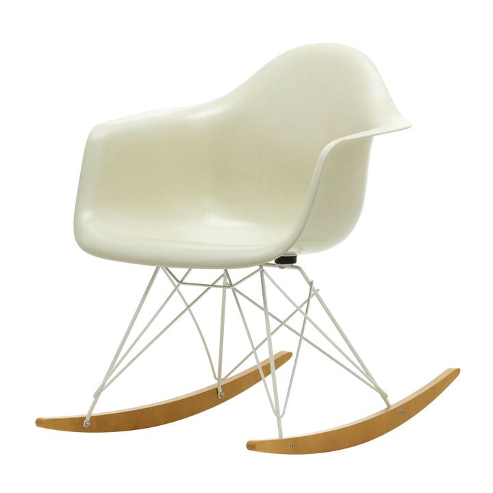 Eames Fiberglass Armchair RAR von Vitra in Ahorn gelblich / weiß / Eames parchment