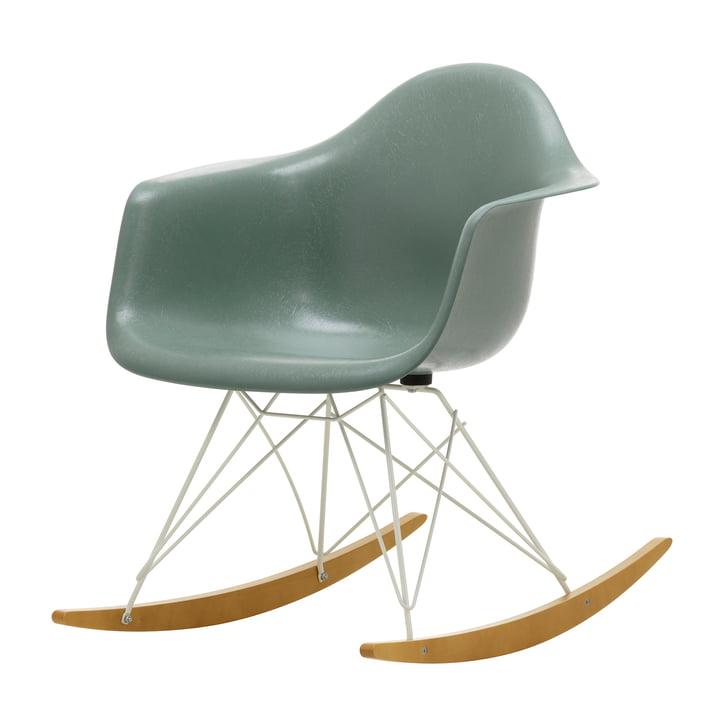 Eames Fiberglass Armchair RAR von Vitra in Ahorn gelblich / weiß / Eames sea foam-green
