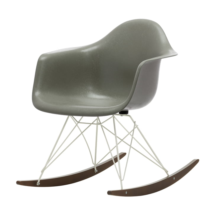 Eames Fiberglass Armchair RAR von Vitra in Ahorn dunkel / weiß / Eames raw umber