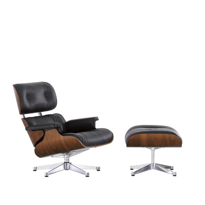 Der Lounge Chair & Ottoman von Vitra in der Ausführung poliert, Nussbaum schwarz pigmentiert, Premium Leder nero (klassisch)
