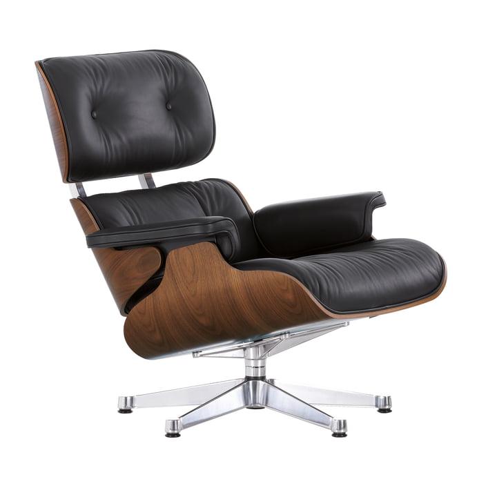 Der Lounge Chair von Vitra in der Ausführung poliert, Nussbaum schwarz pigmentiert, Leder Premium nero (klassisch)
