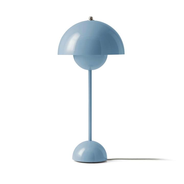 FlowerPot Tischleuchte VP3 von &Tradition in hellblau