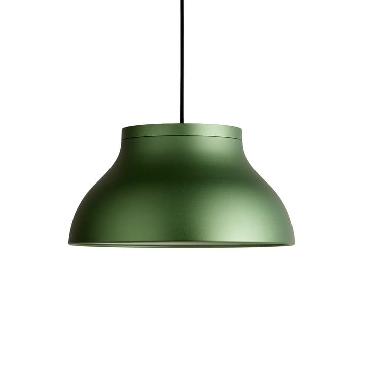 Die PC Pendelleuchte M, emerald green eloxiert von Hay