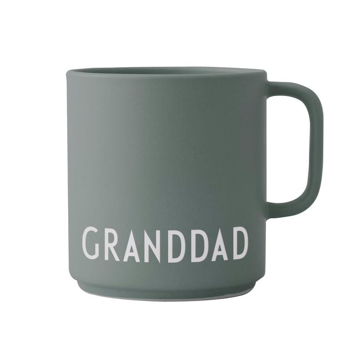 Der AJ Favourite Porzellan Becher mit Henkel von Design Letters, Granddad / dusty green