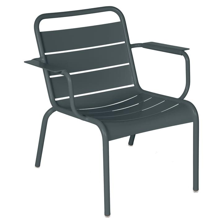 Der Luxembourg Lounge-Sessel von Fermob, gewittergrau