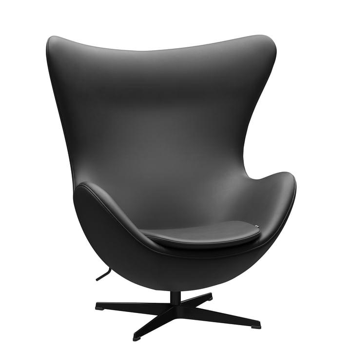 Der Egg Chair von Fritz Hansen, schwarz / Essential Leder schwarz