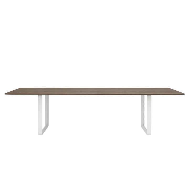 70/70 Esstisch mit den Maßen 295 x 108 cm von Muuto in Eiche geräuchert / weiß