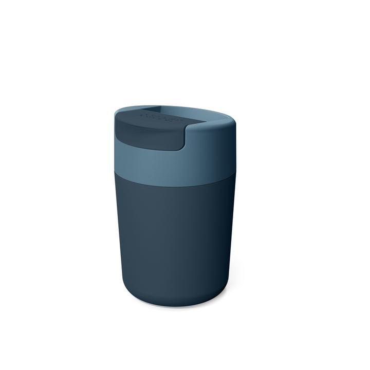 Sipp Reisebecher mit Klappdeckel 340 ml von Joseph Joseph in blau
