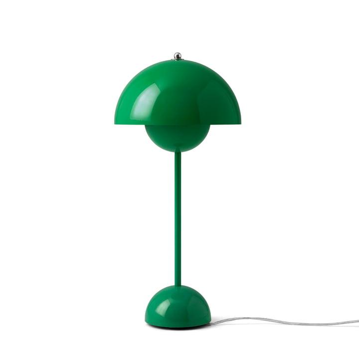 FlowerPot Tischleuchte VP3 von &Tradition in der Farbe signalgrün