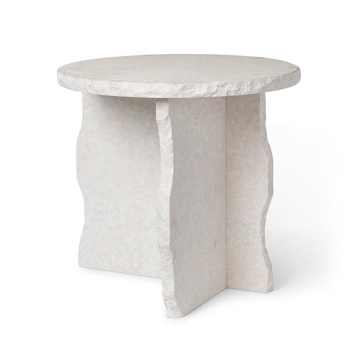 Mineral Marmor Skulpturtisch von ferm Living in der Ausführung Bianco Curia