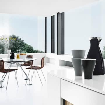 die porzellanschale mit henkel von eva solo. Black Bedroom Furniture Sets. Home Design Ideas