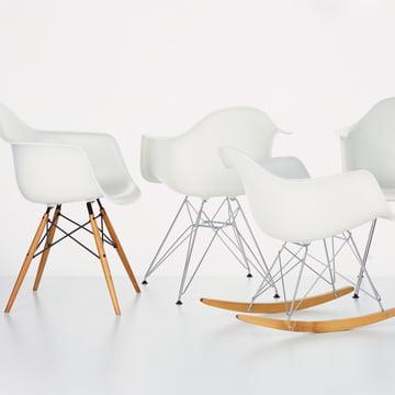 Eames Plastic Armchairs von Vitra in weiß