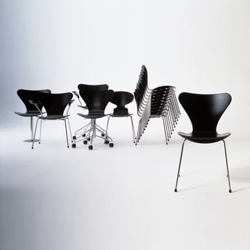 serie 7 farbig von arne jacobsen im shop. Black Bedroom Furniture Sets. Home Design Ideas