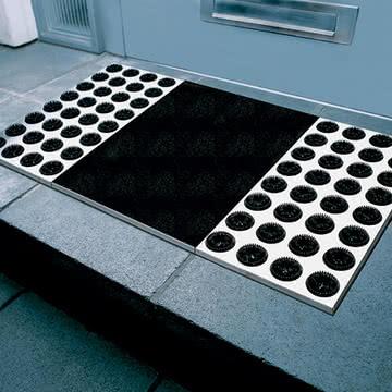 Saubere Sohlen mit der Radius Design Feet-back II Fußmatte in Schwarz