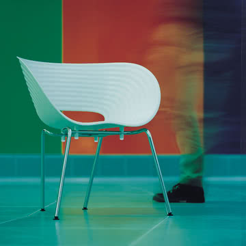 Vitra - Tom Vac, Ambientebild, farbiger Hintergrund