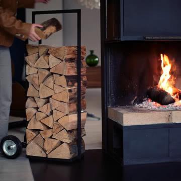 Past and Future, Holzwagen / Ambientebild: Feuer
