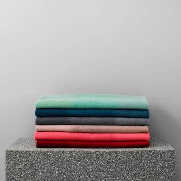 Tint Tagesdecke von Normann Copenhagen in verschiedenen Farben