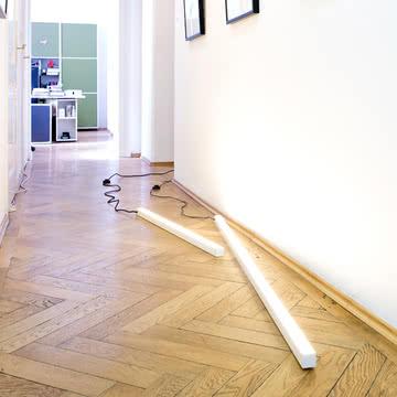 Die Frame Stablampen auf dem Boden