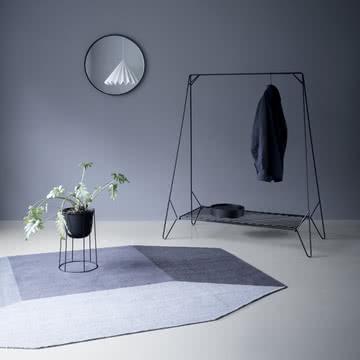 Der Willenz Volume Teppich von Menu in blau