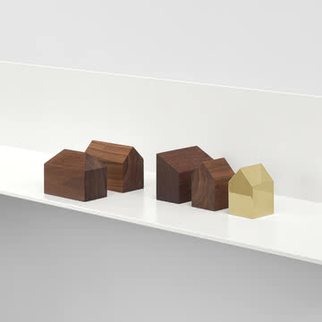 e15 - AC10 Haus Briefbeschwerer aus Messing und Holz