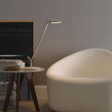 Entspannt lesen mit der Volée Tischleuchte von FontanaArte