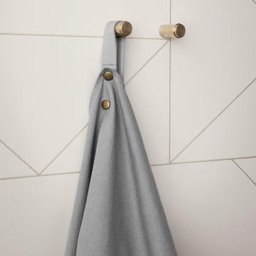 Küchenschürze Apron mit den Messing Wandhaken im 2er Set von ferm Living