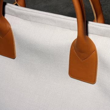 LOUIS Stauraum Tasche von Maigrau aus hell lackierter Esche mit Textil in Sand