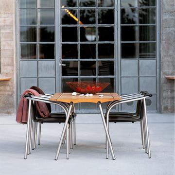Zeitloser Tisch für den Außenbereich
