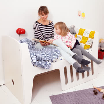 Rocky Baby- und Kinderbett mit Höhle zum Spielen und Verstecken