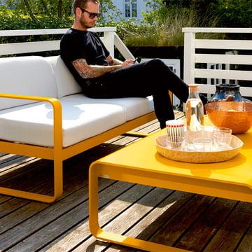 Bellevie Sofa und niedriger Tisch in Honig