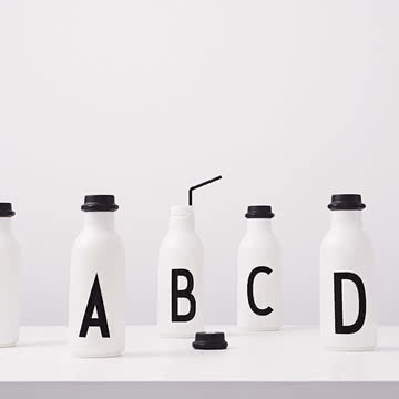 Wasserflasche mit AJ Alphabet