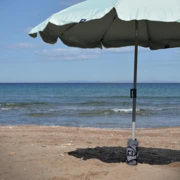 Oka Sonnenschirmbasis und Kau Kiri Sonnenschirm von Terra Nation
