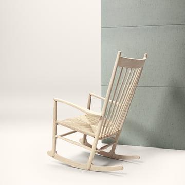 Zeitloser Stuhl mit modernen und klassischen Elementen