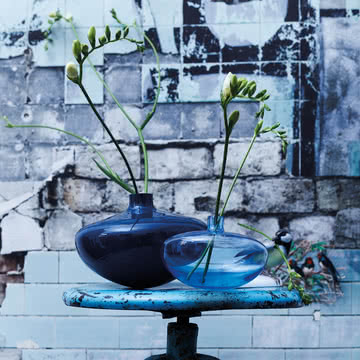 Die Swinging Vase in der Gruppe, petrol-opak / mitternachtsblau