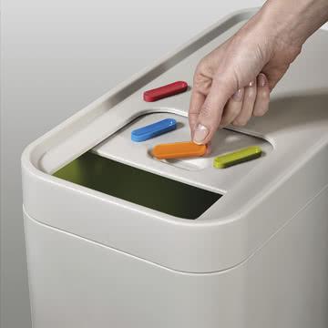 Abfallsystem mit farbigen Markierungen