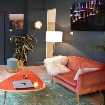 Sofa, Hocker und Couchtisch