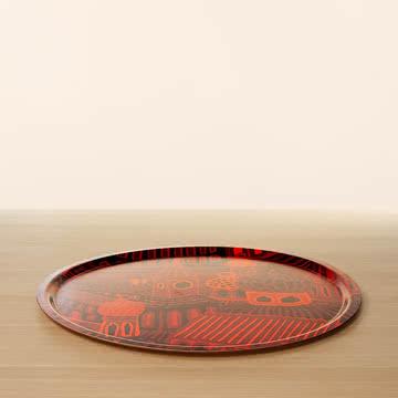Rotes Servier-Tablett aus Holz