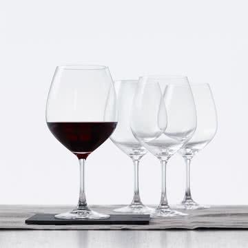 Burgunder Glas mit breitem Kelch