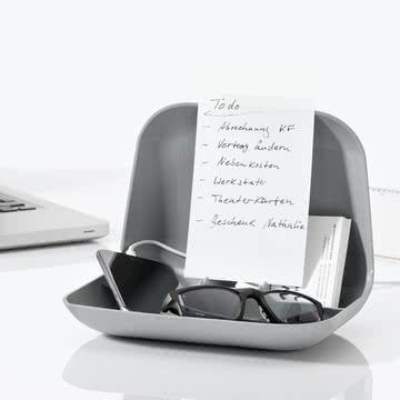 Private Tablet Halter von Koziol mit Kabeldurchlass