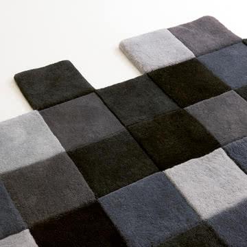 Do-Lo-Rez Teppich mit quadratischen Kästchen