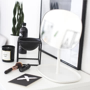3 dekoideen mit dem flip spiegel connox. Black Bedroom Furniture Sets. Home Design Ideas