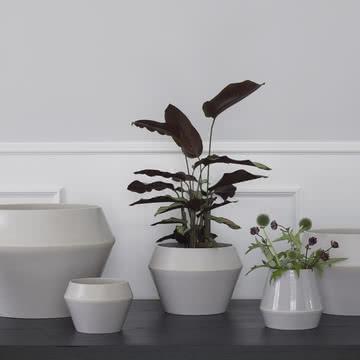 Rimm Vase und Blumentopf von by Lassen