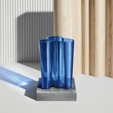 Aalto Vase Finlandia von Iittala in Ultramarinblau