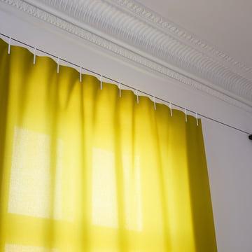 Detailansicht des gelben Ready Made Curtain Vorhangs von Kvadrat