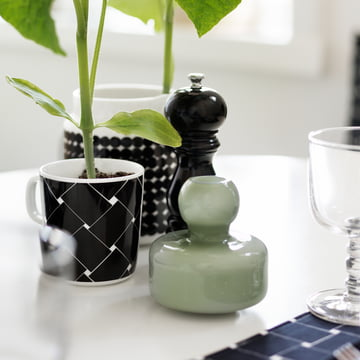 Flower Vase und Oiva Basket Becher