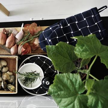 Basket Ofenhandschuh und Teller von Marimekko