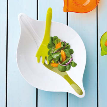 Die Leaf Salatschüssel in Oliv mit ihrem integrierten Besteck