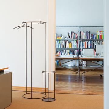Rack Garderobe und Schirmständer von Schönbuch